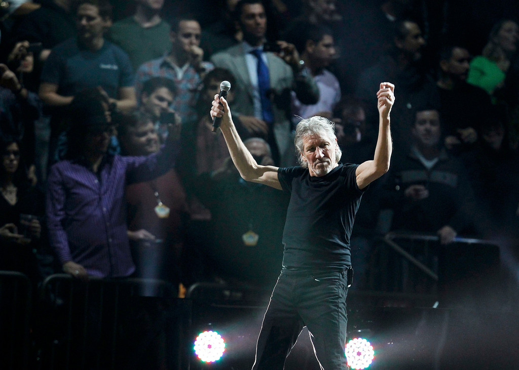 ". Roger Waters performs during the ""12-12-12\"" benefit concert for victims of Superstorm Sandy at Madison Square Garden in New York December 12, 2012. REUTERS/Lucas Jackson"
