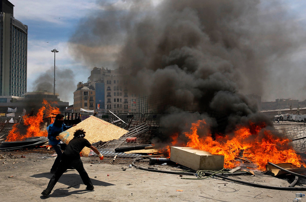 . Protesters reinforce a burning barricade during clashes in Istanbul\'s Taksim square June 11, 2013.REUTERS/Yannis Behrakis