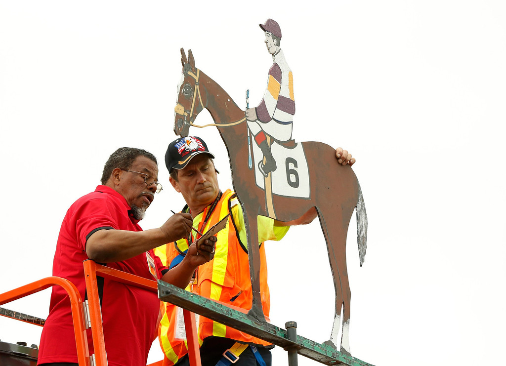 . Workers paint a replica of Oxbow, the horse that won the 138th running of the Preakness Stakes at Pimlico Race Course in Baltimore, Maryland May 18, 2013.   REUTERS/Kevin Lamarque