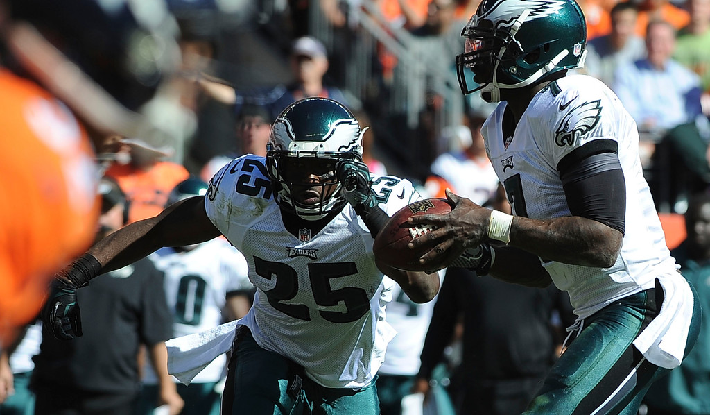 . Philadelphia Eagles quarterback Michael Vick prepares to hand off to LeSean McCoy in the first quarter. (Photo by Steve Nehf/The Denver Post)