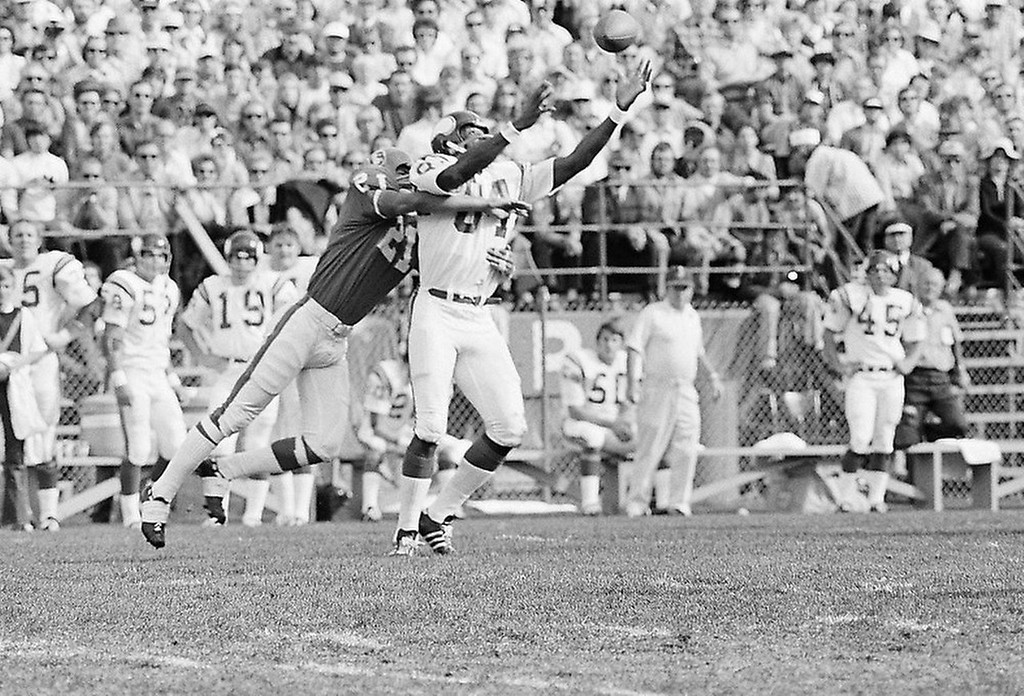 . Gene Washington (84) of the Minnesota Vikings comes up with a super catch on a Fran Tarkenton pass during the second quarter against the Denver Broncos in Denver, Oct. 15, 1972. (AP Photo)