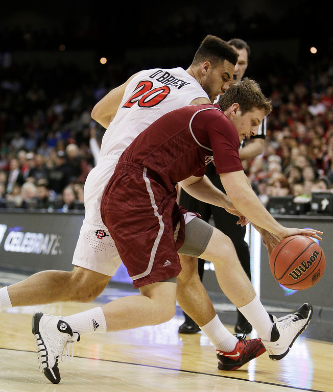 . San Diego Stateís JJ O\'Brien (20) and New Mexico Stateís Kevin Aronis race for a loose ball during the first half of a second-round game of the NCAA men\'s college basketball tournament in Spokane, Wash., Thursday, March 20, 2014. (AP Photo/Young Kwak)