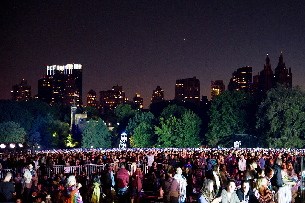 . The crowd fills Central Park\'s Great Lawn at the Global Citizen Festival on Saturday, Sept. 28, 2013 in New York. (AP Photo/unite4:good, Charles Sykes)