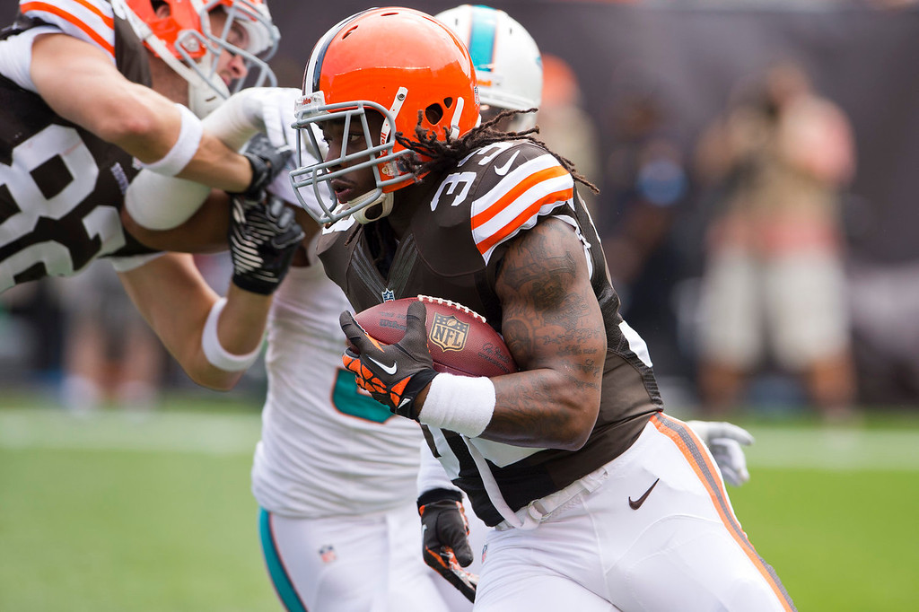 . Running back Trent Richardson #33 of the Cleveland Browns runs for a gain during the first half against the Miami Dolphins at First Energy Stadium on September 8, 2013 in Cleveland, Ohio. (Photo by Jason Miller/Getty Images)