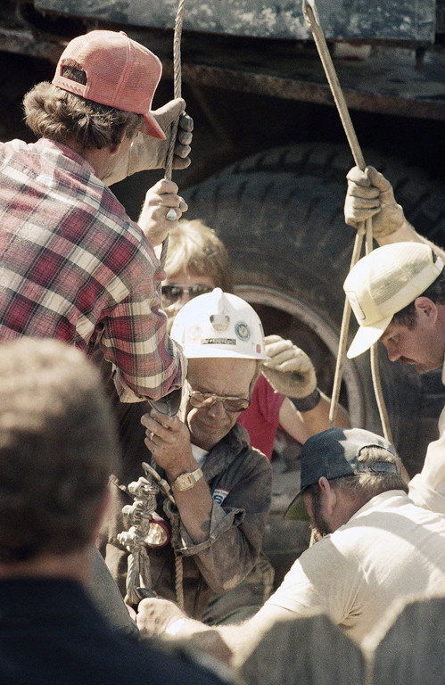 . View of the rescue operation during which Midlanders were trying to save Jessica McClure from the water well into which she had fallen in Midland, Texas, Oct. 1987. (AP Photo)