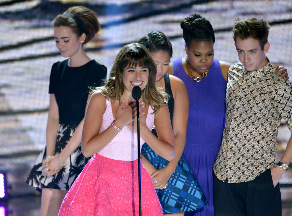 ". Actress Lea Michele, center, from ""Glee\""speaks on stage as she accepts an award at the Teen Choice Awards at the Gibson Amphitheater on Sunday, Aug. 11, 2013, in Los Angeles. Pictured in background are fellow cast members, from right, Kevin McHale, Amber Riley, Jenna Ushkowitz and presenter Lily Collins. (Photo by John Shearer/Invision/AP)"