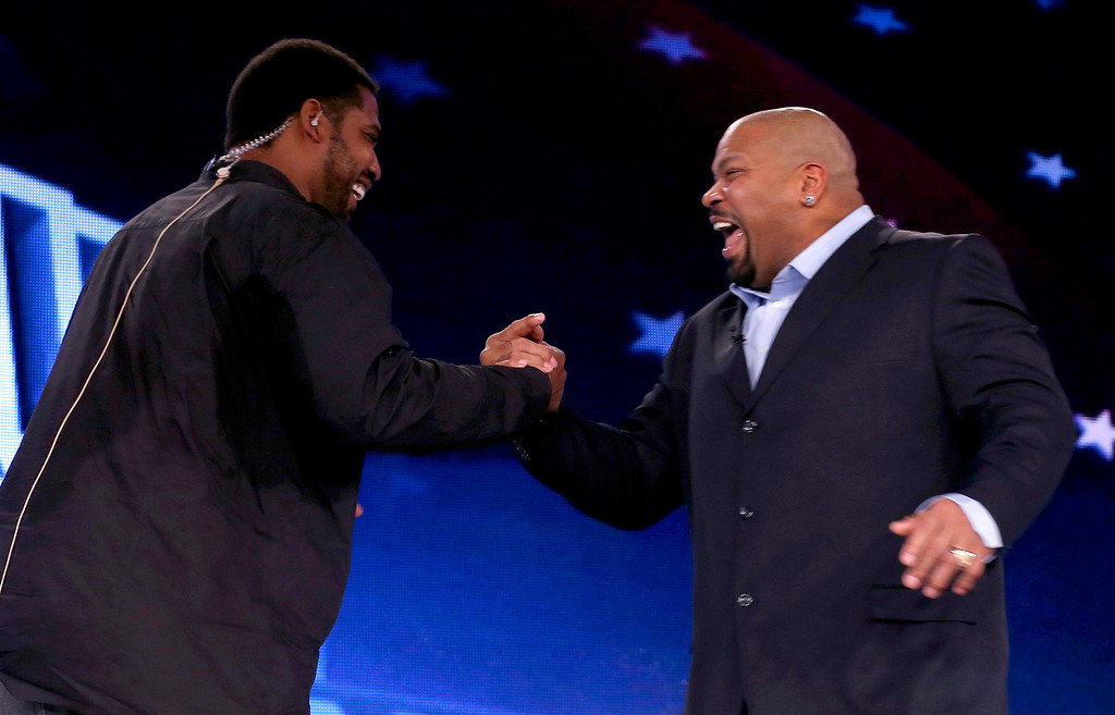 . Former Baltimore Ravens player Jonathan Ogden (L) hugs former Dallas Cowboys player Larry Allen after they were named to the Pro Football Hall of Fame at the 2013 Class of Enshrinement show in New Orleans, Louisiana, February 2, 2013.   REUTERS/Jim Young