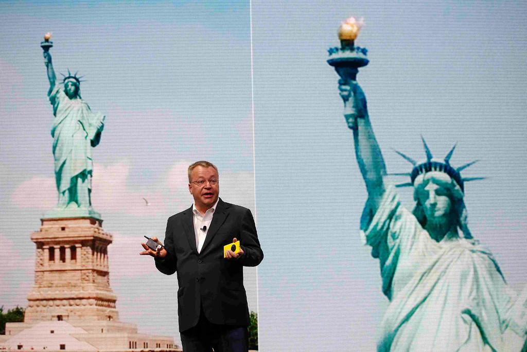 . The Statue of Liberty is displayed on a screen as Nokia Chief Executive Stephen Elop unveils Nokia\'s new smartphone, the Lumia 1020 with a 41-megapixel camera, in New York July 11, 2013.    REUTERS/Shannon Stapleton