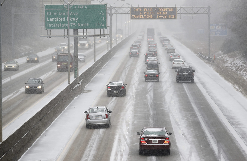 . Commuters drive in the snow on Interstate 85 as a winter storm affects Atlanta, Georgia, USA, 28 January 2014. Several inches of snow were expected in parts of the southern United States.  EPA/ERIK S. LESSER