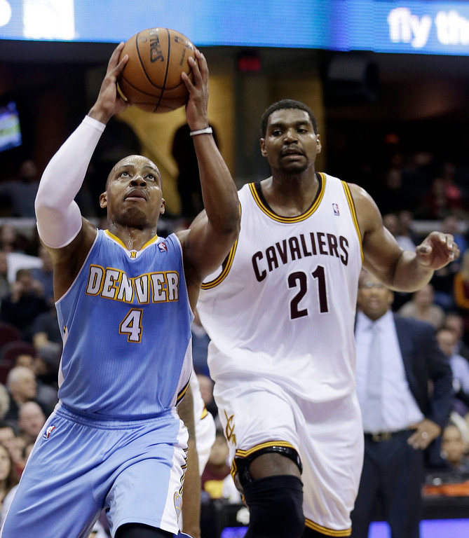 . Denver Nuggets\' Randy Foye (4) shoots in front of Cleveland Cavaliers\' Andrew Bynum (21) during the third quarter of an NBA basketball game on Wednesday, Dec. 4, 2013, in Cleveland. The Cavaliers won 98-88. (AP Photo/Tony Dejak)