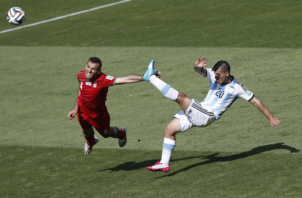 . Iran\'s defender Jalal Hosseini (L) and Argentina\'s forward Sergio Aguero vie during the Group F football match between Argentina and Iran at the Mineirao Stadium in Belo Horizonte during the 2014 FIFA World Cup in Brazil on June 21, 2014. ADRIAN DENNIS/AFP/Getty Images