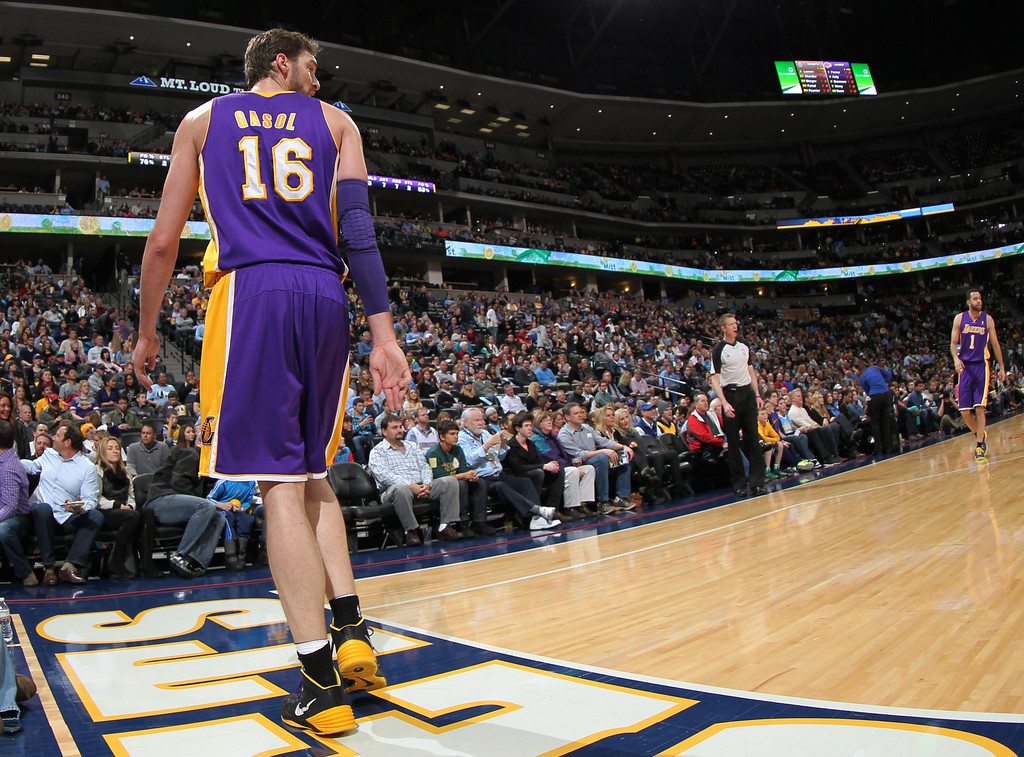 . Los Angeles Lakers center Pau Gasol, of Spain, looks over his shoulder as he walks off court to lockerroom after suffering an injury against the Denver Nuggets in the first quarter of an NBA basketball game in Denver on Friday, March 7, 2014. (AP Photo/David Zalubowski)