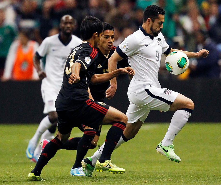 . Herculez Gomez (R) of the U.S. fights for the ball with Mexico\'s Carlos Salcido (3) during their 2014 World Cup qualifying soccer match at Azteca stadium in Mexico City, March 26, 2013. REUTERS/Edgard Garrido