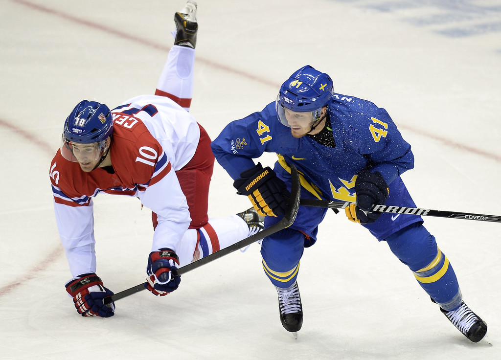 . Sweden\'s Gustav Nyquist (R) vies with Czech Republic\'s Roman Cervenka during the Men\'s Ice Hockey Group B match Czech Republic vs Sweden at the Bolshoy Ice Dome on February 12, 2014 at the Sochi Winter Olympics in Sochi.   ALEXANDER NEMENOV/AFP/Getty Images