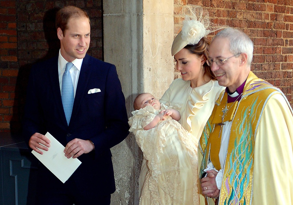 . Britain\'s Prince William, Duke of Cambridge, and his wife Catherine, Duchess of Cambridge, leave with their son Prince George of Cambridge following his Christening by the Archbishop of Canterbury (R) at Chapel Royal in St James\'s Palace in central London on October 23, 2013.  AFP PHOTO/POOL/JOHN STILLWELL ANDREW COWIE/AFP/Getty Images