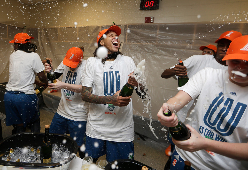 . Minnesota Lynx\' Seimone Augustus, center, celebrates after defeating the Atlanta Dream 86-77 in Game 3 of the WNBA Finals basketball game in Duluth, Ga., Thursday, Oct. 10, 2013. (AP Photo/John Bazemore)