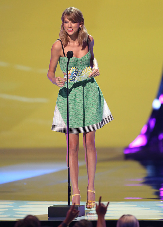 . Taylor Swift presents the award for choice movie actor: drama at the Teen Choice Awards at the Shrine Auditorium on Sunday, Aug. 10, 2014, in Los Angeles. (Photo by Matt Sayles/Invision/AP)