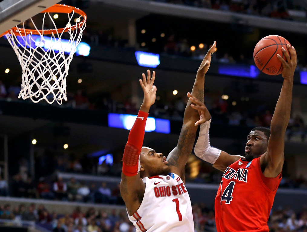 . Arizona Wildcats forward Solomon Hill (44) goes to the basket against Ohio State Buckeyes forward Deshaun Thomas (1) in the second half of their West Regional NCAA men\'s basketball game in Los Angeles, California March 28, 2013. REUTERS/Danny Moloshok