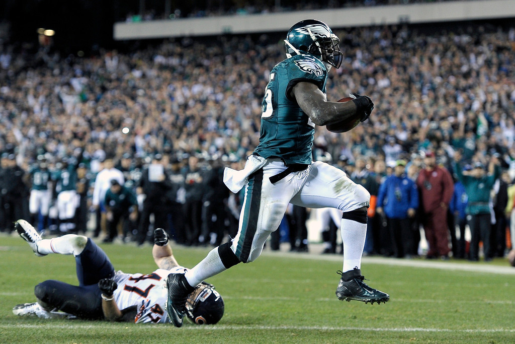 . Philadelphia Eagles\' LeSean McCoy, right, scores a touchdown past Chicago Bears\' Chris Conte during the second half of an NFL football game, Sunday, Dec. 22, 2013, in Philadelphia. (AP Photo/Michael Perez)
