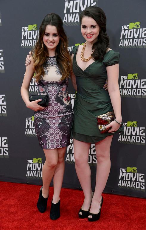 . Actresses Laura (L) and Vanessa Marano arrive at the 2013 MTV Movie Awards in Culver City, California, April 14, 2013.   REUTERS/Phil McCarten