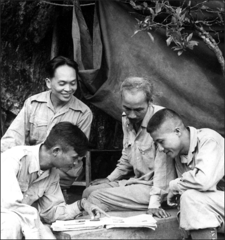 . In this file photograph taken in 1950, Vietnamese President Ho Chi Minh (2nd-R, 1890-1969), the founder of the Vietnam Workers\' Party, and General Vo Nguyen Giap (background L, smiling) look on during a military campaign in Vietnam. Vietnam\'s independence hero General Vo Nguyen Giap, whose guerrilla tactics defeated both the French and American armies, died on October 4, 2013, at the age of 102, a government source said. AFP PHOTO/ FILES-/AFP/Getty Images
