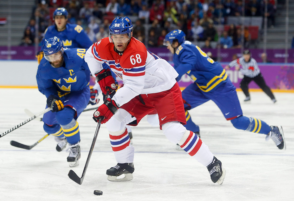 . Czech Republic forward Jaromir Jagr, center, takes the puck to the goal against Sweden in the first period of a men\'s ice hockey game at the 2014 Winter Olympics, Wednesday, Feb. 12, 2014, in Sochi, Russia. (AP Photo/Mark Humphrey)