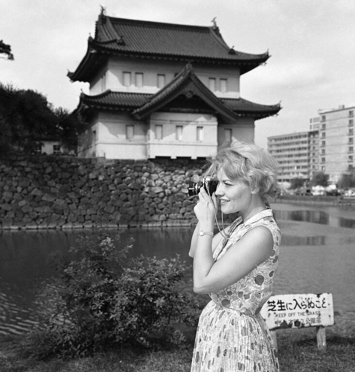 . Singer Patti Page takes a last look at the Orient as she shoots some pictures while on a sightseeing tour of the Imperial Palace in Tokyo, Sept. 7, 1961. The vocalist will be back on several shows this fall and winter. She recently completed a highly successful singing tour in the Philippines. (AP Photo/Mitsunori Chigita)