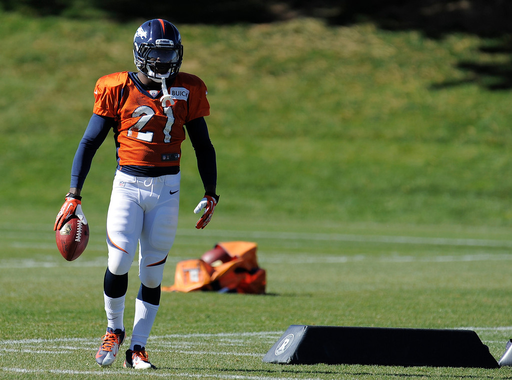 . Denver Broncos running back Ronnie Hillman (21) runs through drills during practice October 23, 2013 at Dove Valley. (Photo by John Leyba/The Denver Post)
