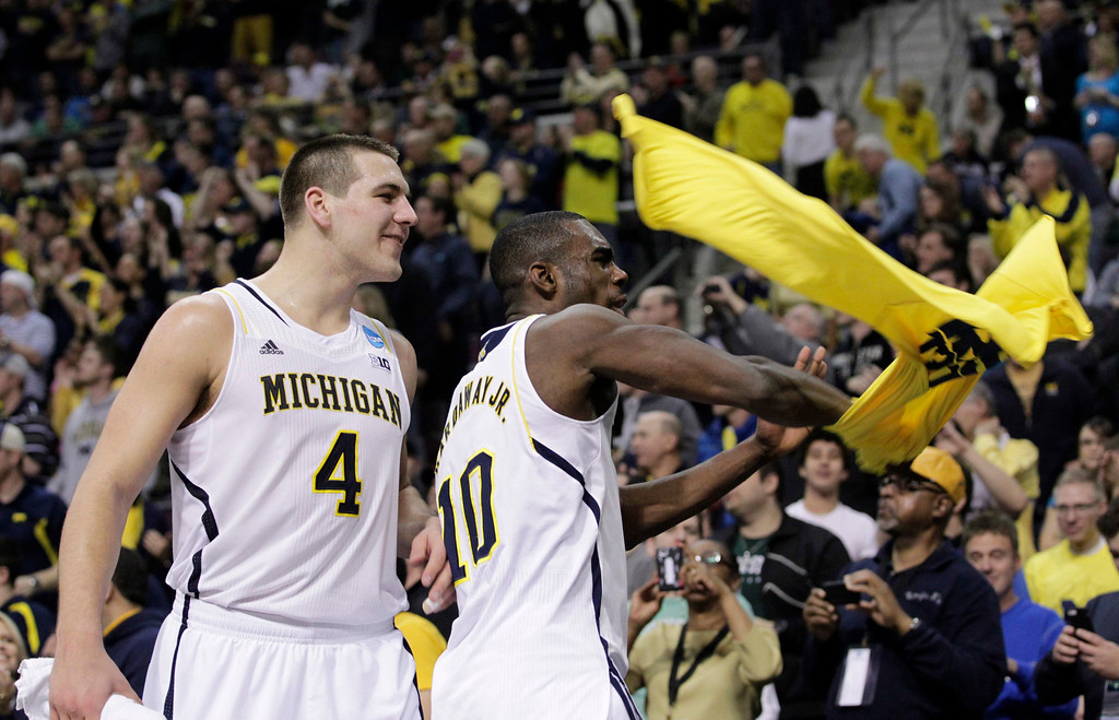 . Michigan Wolverines Mitch McGary (L) and Tim Hardaway Jr. react in the final moments of their third round NCAA tournament basketball game against the VCU Rams in Auburn Hills, Michigan March 23, 2013.  REUTERS/Jeff Kowalsky