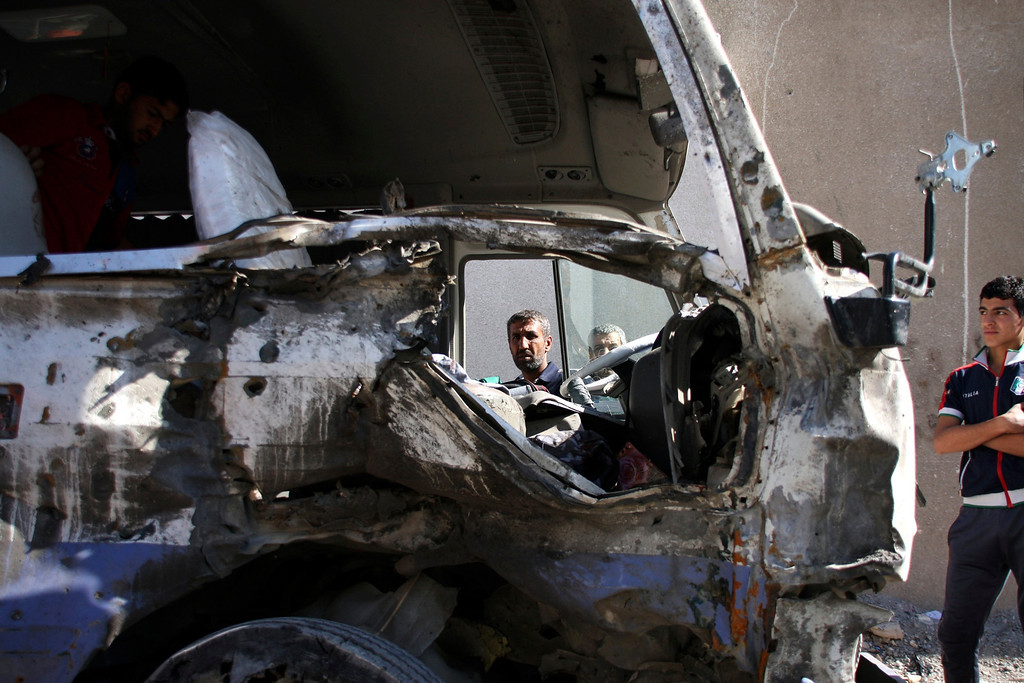 . Residents gather at the site of a car bomb attack in Baghdad\'s Sadr City,March 19, 2013.  REUTERS/Wissm al-Okili