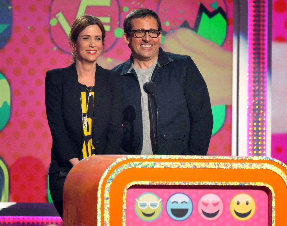 . Kristen Wiig, left, and Steve Carell present the award for favorite movie at the 26th annual Nickelodeon\'s Kids\' Choice Awards on Saturday, March 23, 2013, in Los Angeles. (Photo by John Shearer/Invision/AP)