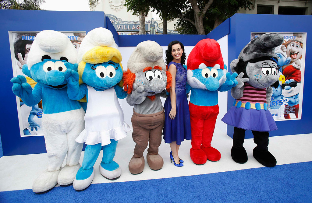 """. Singer Katy Perry, who voiced the character of \""""Smurfette\"""", poses with Smurfs characters at the premiere of \""""The Smurfs 2\"""" at the Regency Village theatre in Los Angeles, California July 28, 2013. The movie opens in the U.S. on July 31.  REUTERS/Mario Anzuoni"""