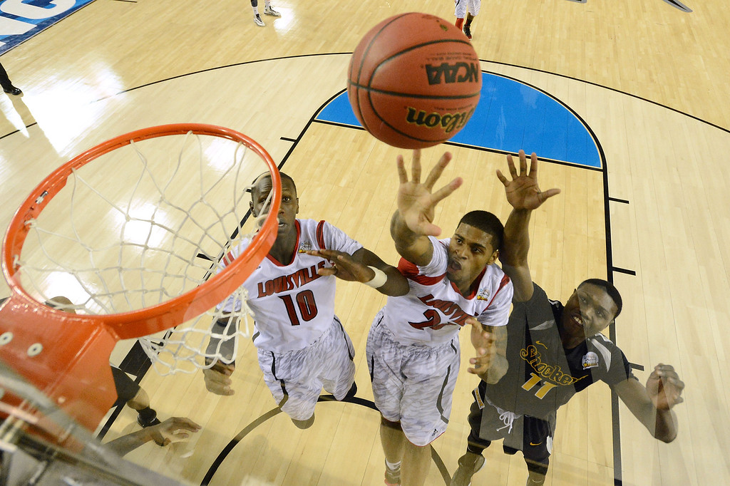 . ATLANTA, GA - APRIL 06:  Chane Behanan #21 of the Louisville Cardinals reaches for the ball in the second half against Cleanthony Early #11 of the Wichita State Shockers during the 2013 NCAA Men\'s Final Four Semifinal at the Georgia Dome on April 6, 2013 in Atlanta, Georgia.  (Photo by Chris Steppig-Pool/Getty Images)