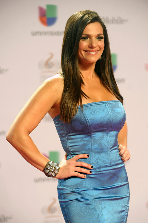 ". Barbara Bermudo arrives at the 25th Anniversary of Univision\'s ""Premio Lo Nuestro A La Musica Latina\"" on February 21, 2013 in Miami, Florida.  (Photo by Gustavo Caballero/Getty Images for Univision)"