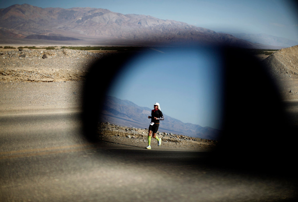 . A competitor is reflected in a car mirror as he competes in the Badwater Ultramarathon in Death Valley National Park, California July 15, 2013. The 135-mile (217 km) race, which bills itself as the world\'s toughest foot race, goes from Death Valley to Mt. Whitney, California in temperatures which can reach 130 degrees Fahrenheit (55 Celsius).  REUTERS/Lucy Nicholson