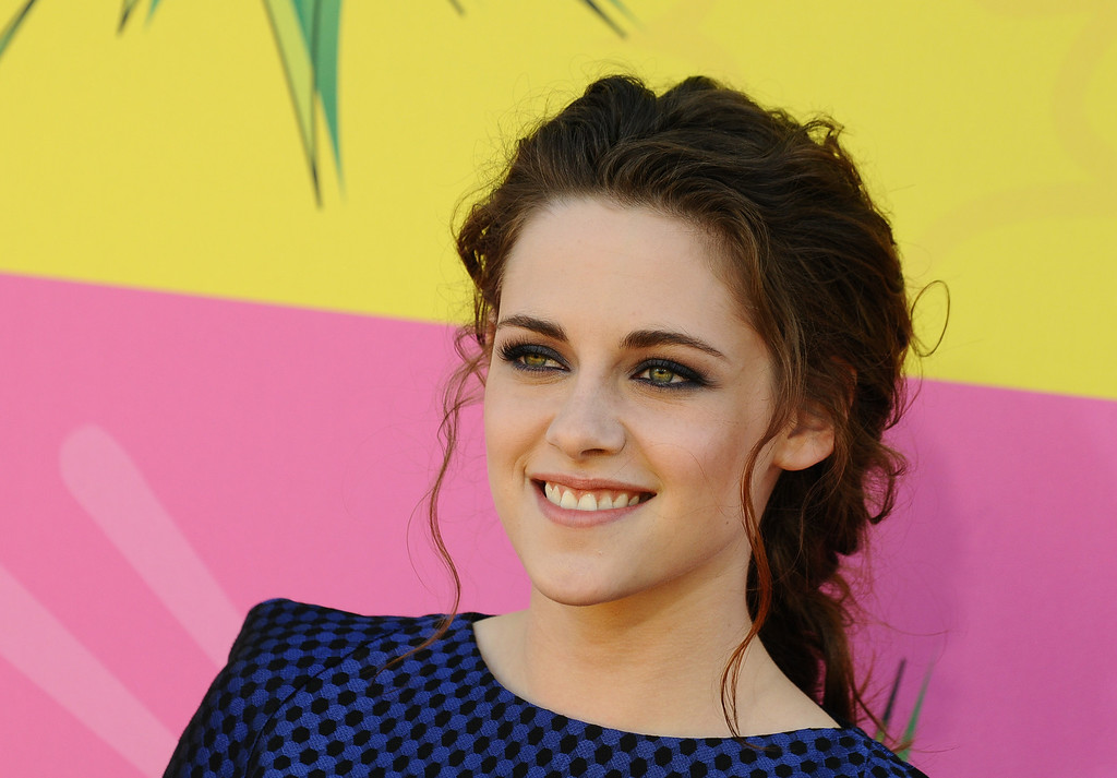 . Actress Kristen Stewart arrives at the 26th annual Nickelodeon\'s Kids\' Choice Awards on Saturday, March 23, 2013, in Los Angeles. (Photo by Jordan Strauss/Invision/AP)