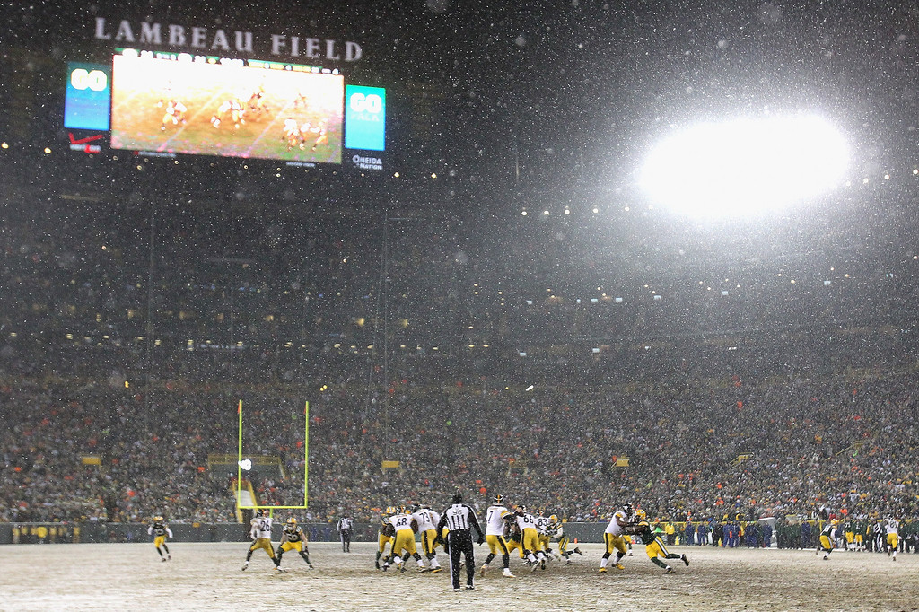 . Ben Roethlisberger #7 of the Pittsburgh Steelers drops back to pass in the snow against the Green Bay Packers at Lambeau Field on December 22, 2013 in Green Bay, Wisconsin.  The Steelers defeated the Packers 38-31.  (Photo by Jonathan Daniel/Getty Images)