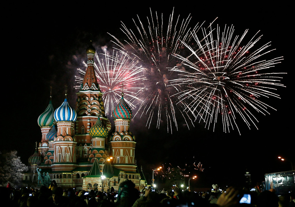 . Thousands of locals residents gather to see the fireworks display and celebrate the New Year at the Red Square in Moscow, Russia, 01 January 2014.  EPA/YURI KOCHETKOV