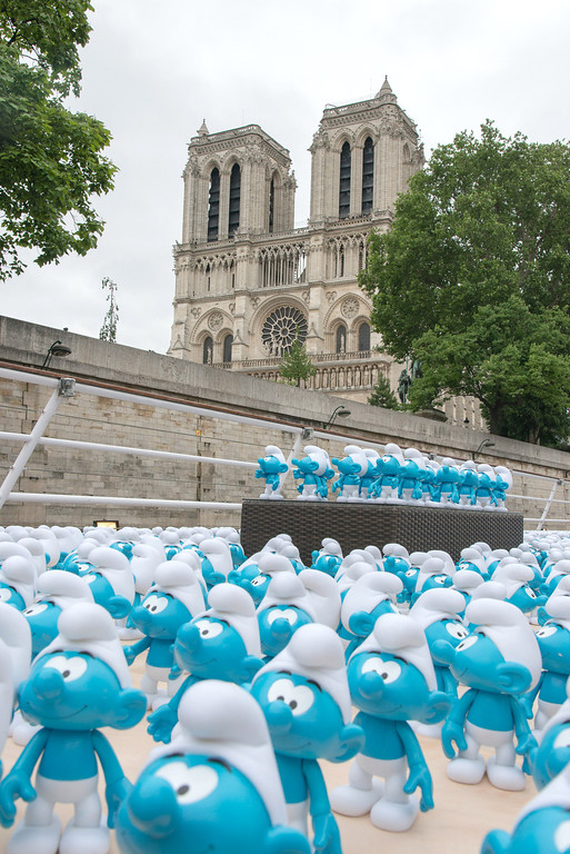 . 3000 smurf figurines pass Notre Dame as they travel down the River Seine to mark Global Smurfs Day on June 22, 2013 in Paris, France.  (Photo by Dominique Charriau/Getty Images for Sony Pictures Entertainment)