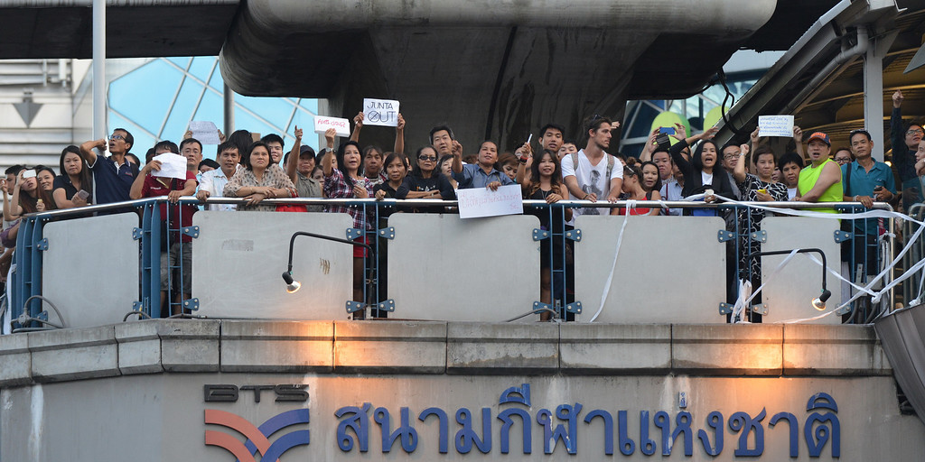 . Protesters gather at a city centre anti-coup rally on May 23, 2014 in Bangkok, Thailand. Anti-coup protesters rallied in Bangkok\'s shopping district, a day after the military seized control in a bloodless coup. (Photo by Rufus Cox/Getty Images)