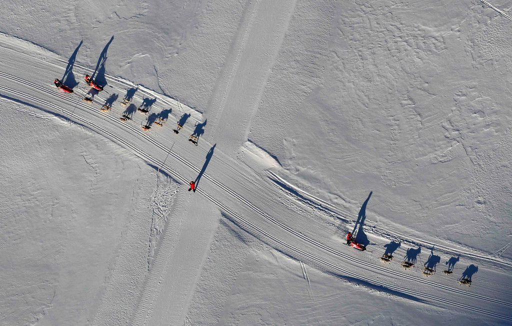 . Mushers and their dogs compete after the mass start of the eighth stage of the La Grande Odyssee sled dogs race in Bessans January 16, 2012. The race crosses the Alps in France covering over 1000 km (621 miles) over 11 days.   REUTERS/Denis Balibouse