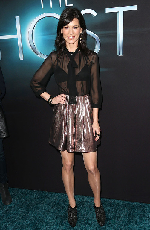 """. Actress Perrey Reeves attends the Premiere of Open Roads Films \""""The Host\"""" at the ArcLight Cinemas Cinerama Dome on March 19, 2013 in Hollywood, California.  (Photo by Frederick M. Brown/Getty Images)"""