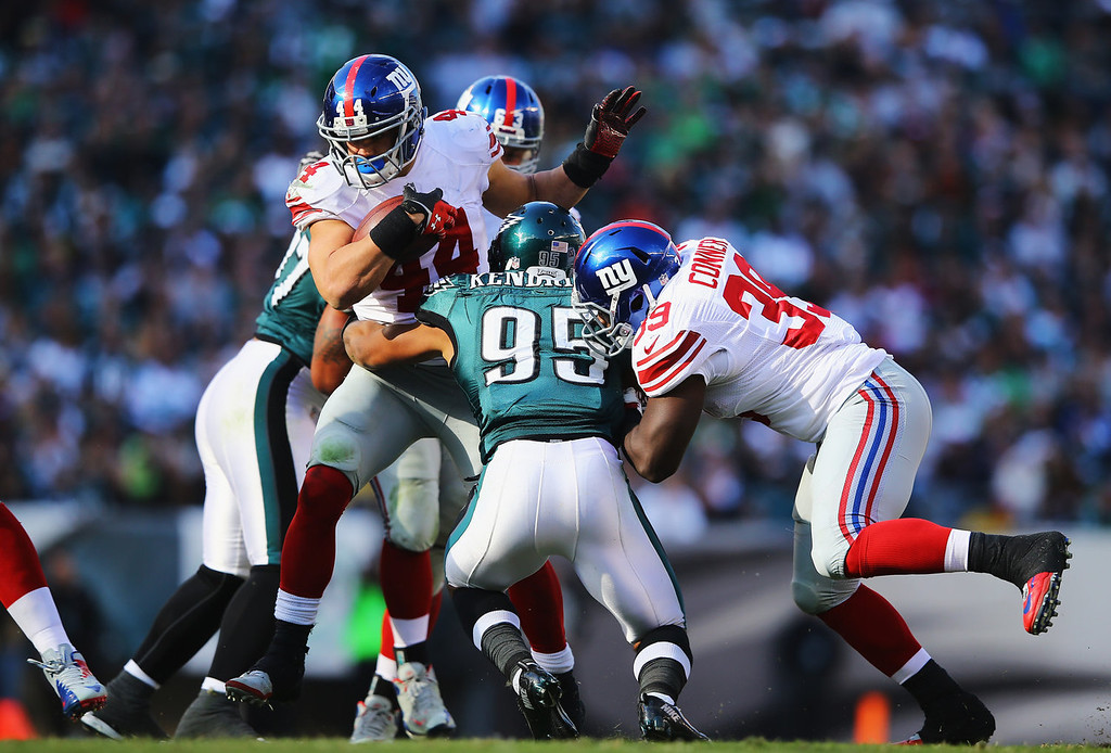 . Peyton Hillis #44 of the New York Giants runs the ball against the Philadelphia Eagles during their game at Lincoln Financial Field on October 27, 2013 in Philadelphia, Pennsylvania.  (Photo by Al Bello/Getty Images)