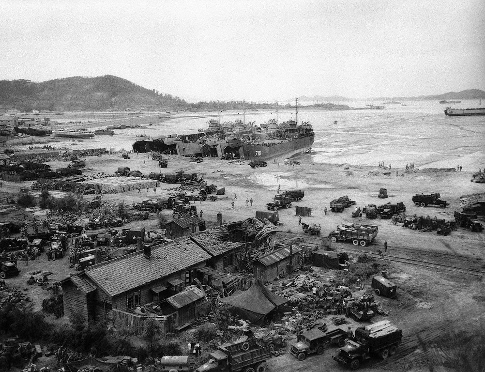 . Four LST\'s unload men and equipment on beach in Inchon on Sept. 15, 1950. Three of LST\'s shown are right to left: LST-715, LST-845, and LST-611. (AP Photo)