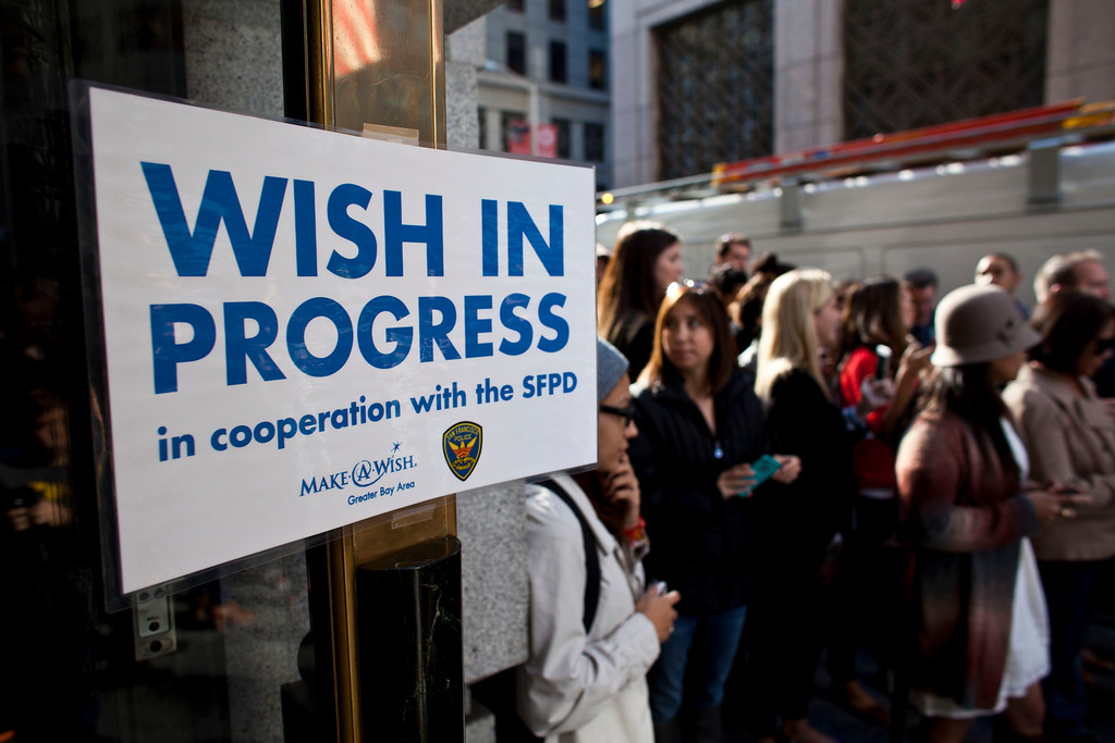 . Crowds gather in front of a former bank vault waiting for 5-year-old leukemia survivor Miles, also known as BatKid November 15, 2013 in San Francisco. Make-A-Wish Greater Bay Area foundation turned the city into Gotham City for Miles by creating a day long event bringing his wish to be a BatKid to life. (Photo by Ramin Talaie/Getty Images)