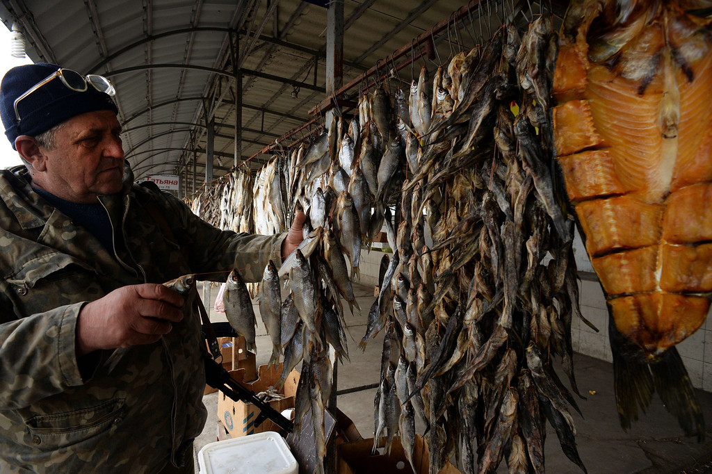 ". A member of armed pro-Russian forces chooses fish at a stall near a checkpoint in Chongar, in the border area between Crimea and the Kherson region of Ukraine, on March 14, 2014. Russia and the West have ""no common vision\"" on Ukraine, Foreign Minister Sergei Lavrov said today after talks aimed at defusing the crisis.  VASILY MAXIMOV/AFP/Getty Images"