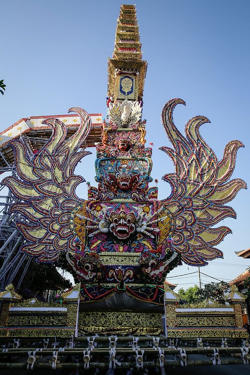 """. The \""""Bade\"""" (body carrying tower) is pictured during the Royal cremation ceremony on November 1, 2013 in Ubud, Bali, Indonesia. (Photo by Agung Parameswara/Getty Images)"""