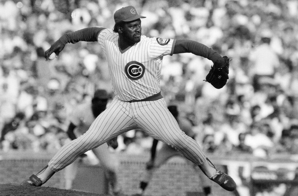 . LEE SMITH -- Chicago Cubs� relief pitcher Lee launches a pitch  during a game against the San Francisco Giants  Dec. 8, 1987. (AP Photo/Bob Fila)