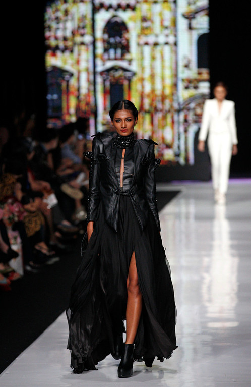. A model shows a creation by Indonesian designer Ivon Limadhy during the Jakarta Fashion Week in Jakarta, Indonesia, Monday, Oct 21, 2013. (AP Photo/Achmad Ibrahim)