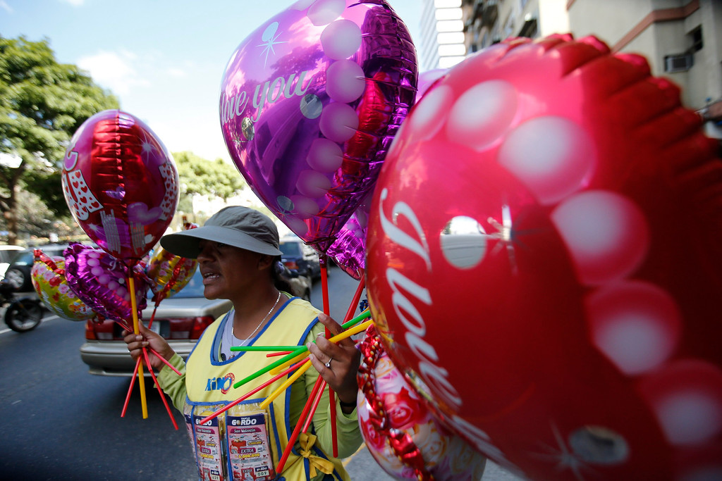. A woman sells balloons to celebrate on Valentine\'s Day in Caracas February 14, 2013. REUTERS/Jorge Silva